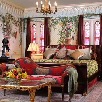 Роскошный дом Versace в стиле роккоко