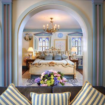 Гламурный дом Versace в стиле рококо