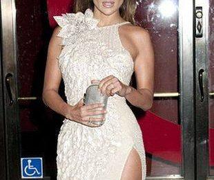Дженифер Лопес в белоснежном Versace