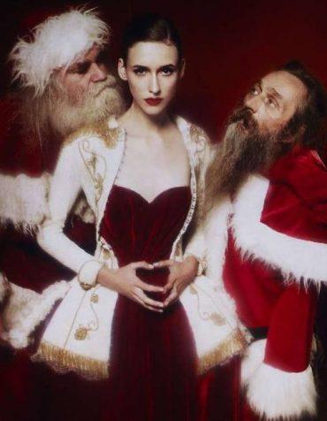 Знойная фотосессия в костюмах Деда Мороза