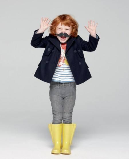 Ребенок с усами