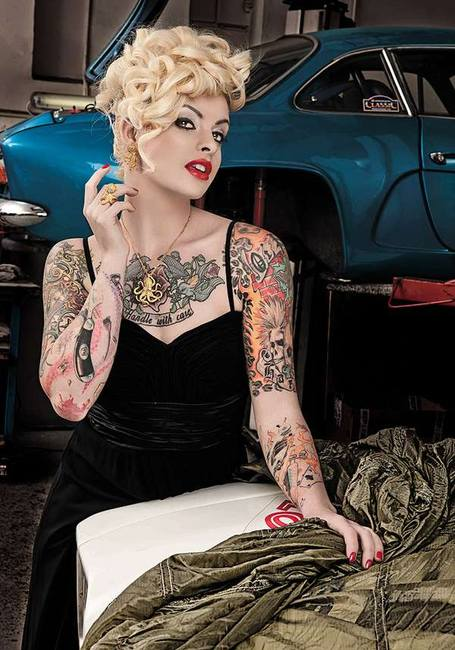 Блондинка и авто