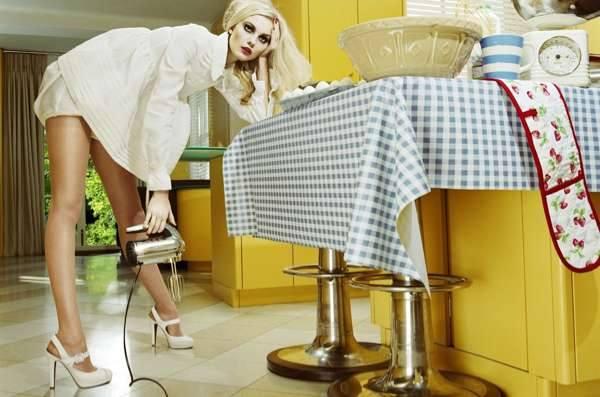 Домохозяйка блондинка безумная