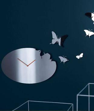 Оригинальные настенные часы дизайнерские фото. часы на зеркале
