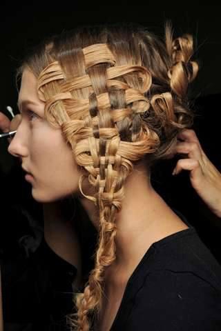 заплетение волос, необычные прически