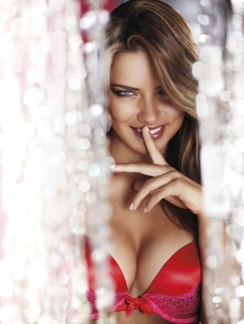 Адриана Лима в праздничной сессии Victoria's Secret
