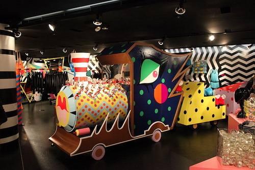 Lady GaGa для универмага Barneys в Нью-Йорке