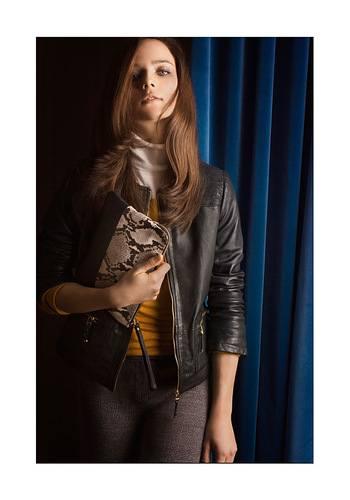 Черная кожаная курточка фото
