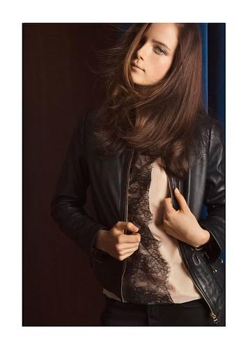 Короткая черная курточка