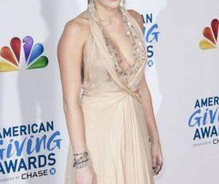 Майли Сайрус в платье Jenny Packham