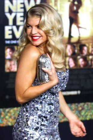 Новые фото Ферджи в блестящем платье