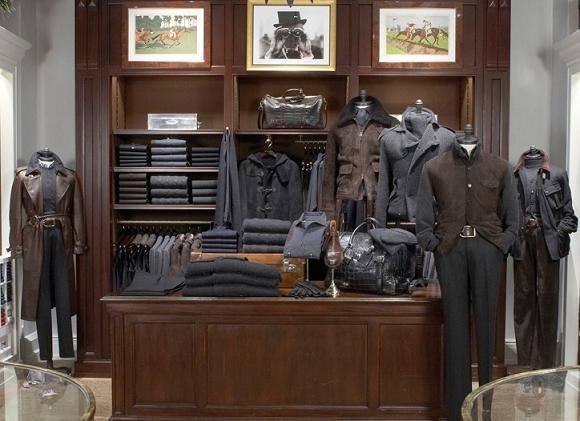 Интерьер магазина гламурной одежды