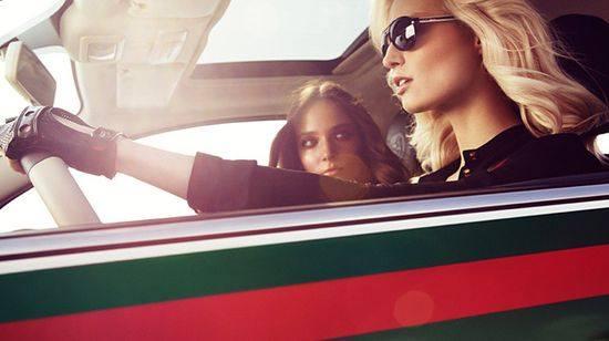 Сюзанна Бийоч рекламирует автомобиль Фиат