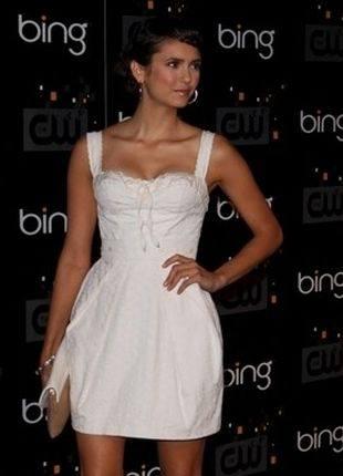 Нина Добрев в свадебно белом платье
