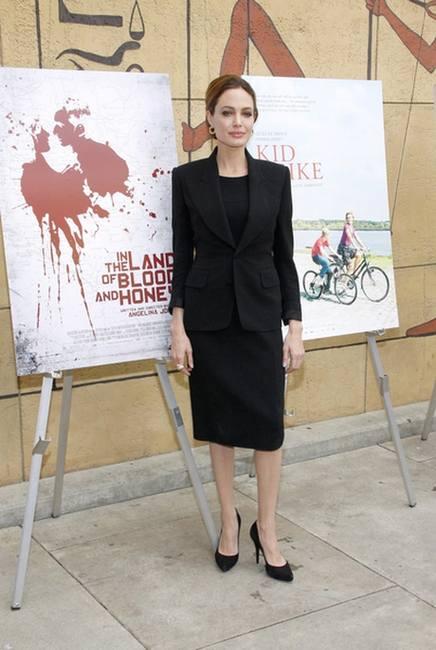 Очень простой наряд Анджелины Джоли