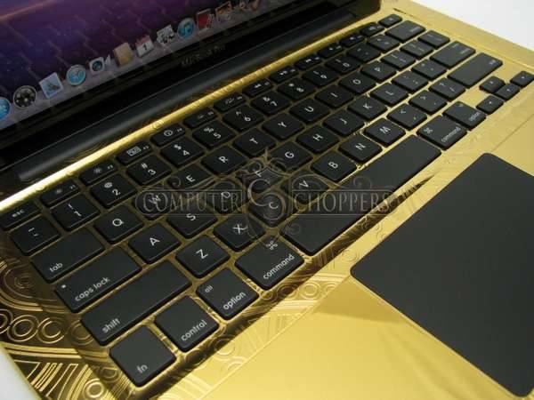Золотой ноутбук усыпанный алмазами