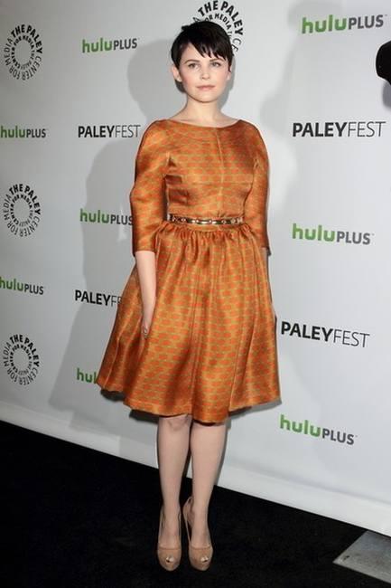 Джиннифер Гудвин в платье милой модели
