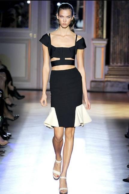 Дженьюэри Джонс в платье от Roland Mouret