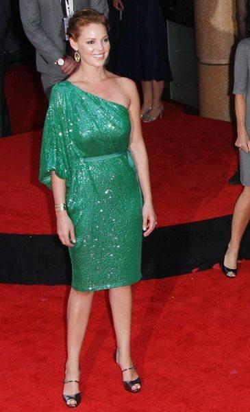 Кэтрин Хейгл светится зеленым