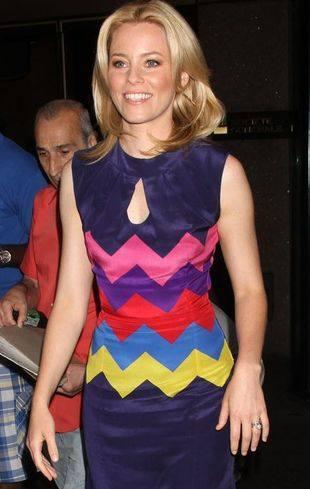Элизабет Бэнкс в узорном платье
