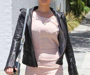 Дженнифер Лоуренс в модном шарфе