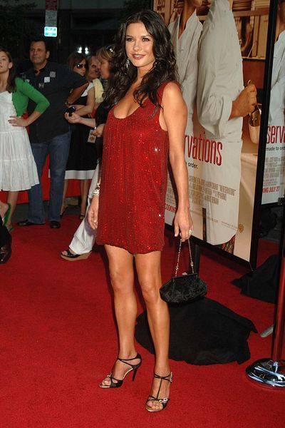 Кэтрин Зета-Джонс в кружевном платье Zuhair Murad