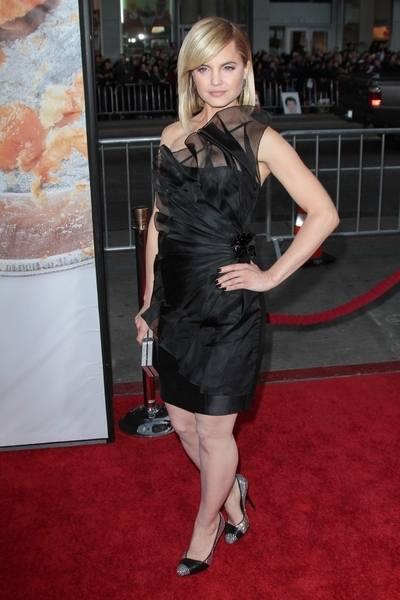 Звезда Американского пирога в маленьком черном платье