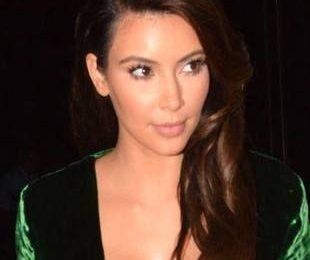 Ким Кардашян в зеленом платье