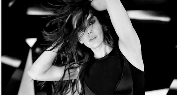 Лив Тайлер поет в рекламе Givenchy