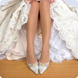 Какую обувь одеть со свадебным платьем?