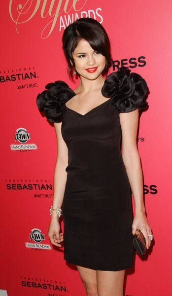 Маленькое черное платье Селены Гомес