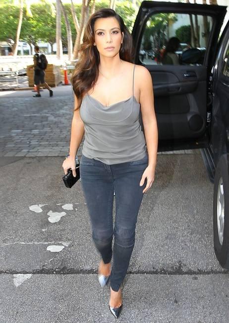Ким Кардашян в нижнем белье на обложке Factice