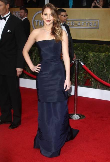 Дженнифер Лоуренс изменила макияж и выглядит фантастически