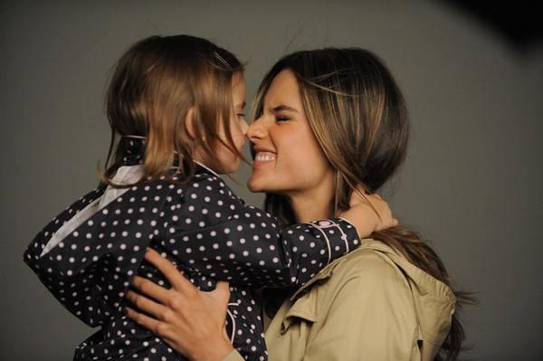Фотосессия Алессандры Амбросио со своим ребенком