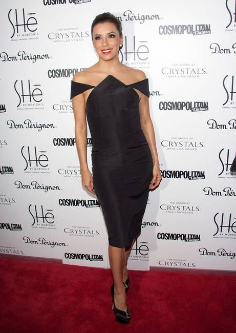 Ева Лонгория в оригинальном маленьком черном платье