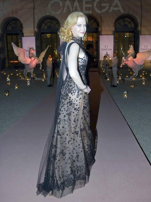Николь Кидман в темно-синем платье