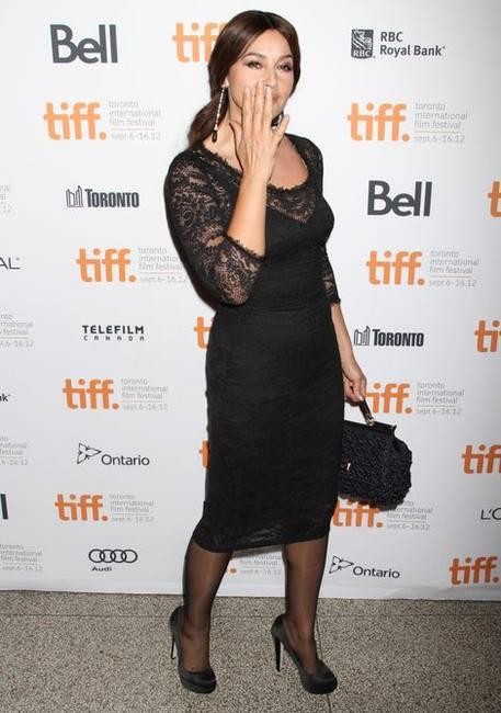 Моника Беллуччи в кружевном платье