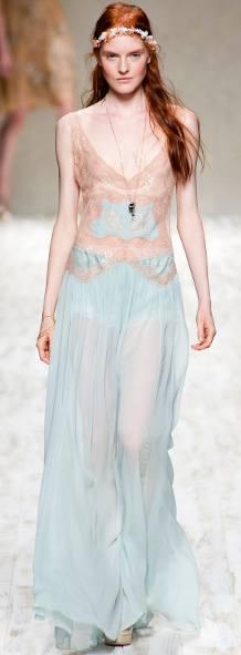 Тенденции модной стоковой одежды на весну и лето этого сезона