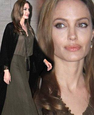 Анджелина Джоли в наряде от Saint Laurent