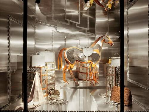 Удивительно оформленные витрины Maison Hermes