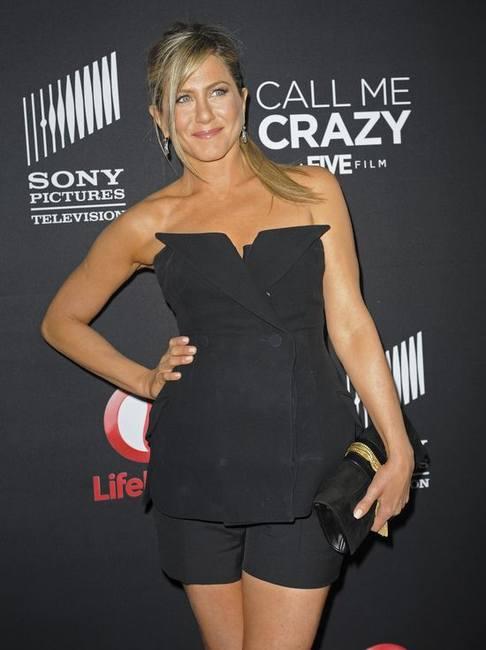 Дженнифер Энистон в неудачном платье