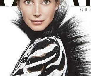 Кристи Терлингтон как зебра на обложке Harper`s Bazaar