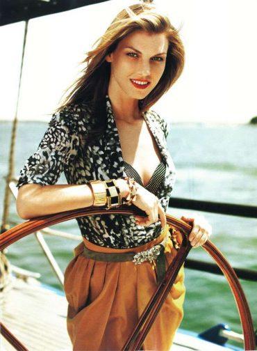 Море, катер и мода в Harper`s Bazaar