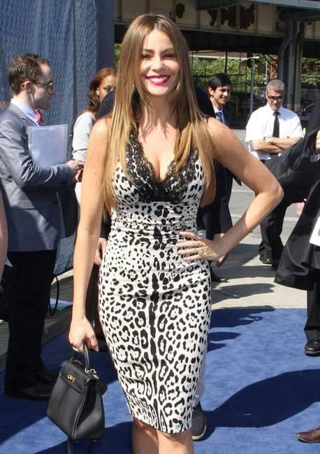 София Вергара в платье итальянского бренда Dolce&Gabbana