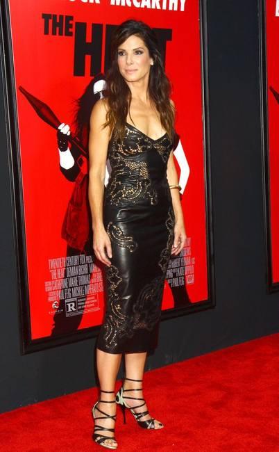 Сандра Баллок в кожаном платье