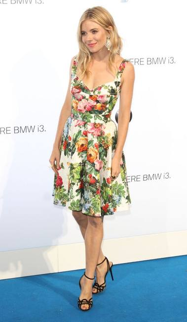Сиенна Миллер в платье от Dolce & Gabbana