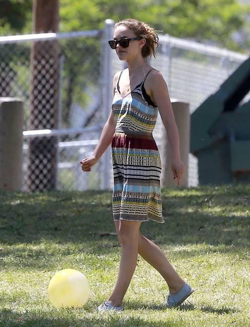 Натали Портман в лёгком летнем платье