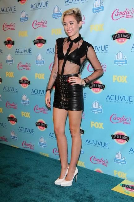 Майли Сайрус в Saint Laurent на Teen Choice Awards