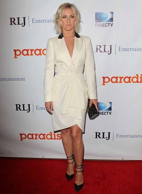 Джулианна Хаф в белом платье Marchesa