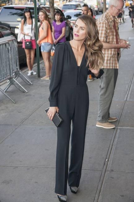 Кери Рассел в костюме от Stella McCartney